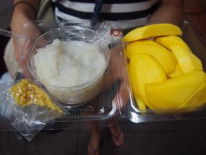 Sticky rice with mango and coconut