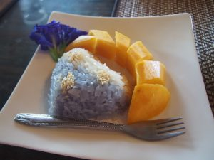 Sticky rice with mango (Khaw Neaw Ma Maung)